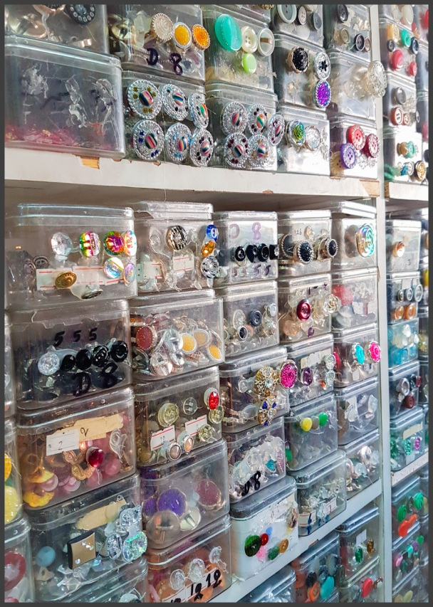 Button containers